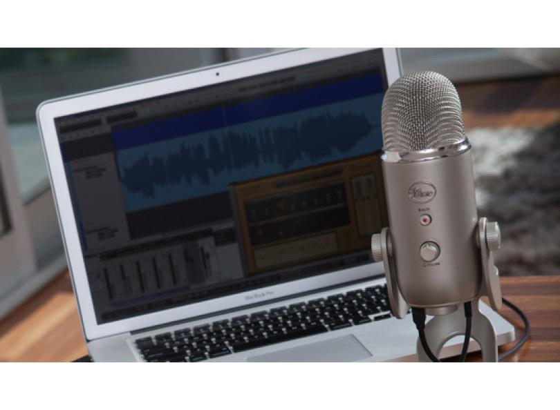 Blue - Microphones - Yeti Studio - Laptop