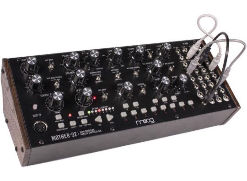 Moog - Mother-32 - Angle