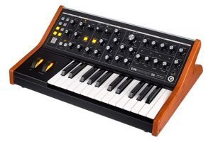 moog-subsequent-25-angle-right