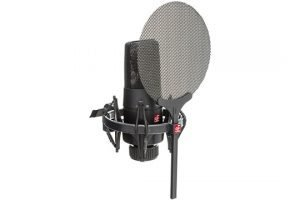 se-electronics-x1-s-vocal-pack-angle-left