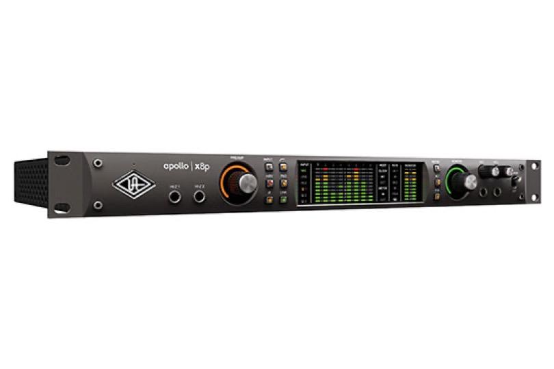 universal-audio-apollo-x8p-angle